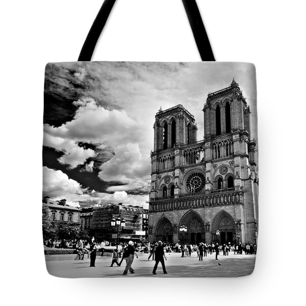 Tote Bag featuring the photograph Parvis Notre Dame / Paris by Barry O Carroll