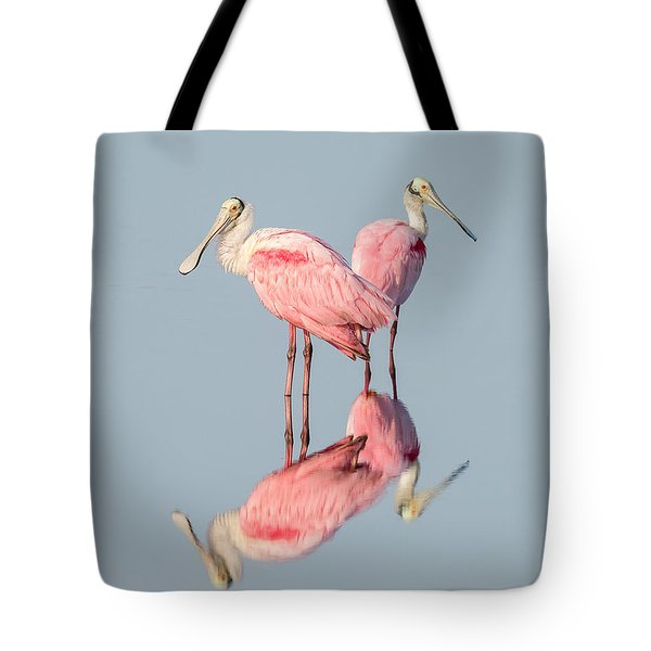 Pink Bird Photograph - Roseate Spoonbills With Reflection Tote Bag
