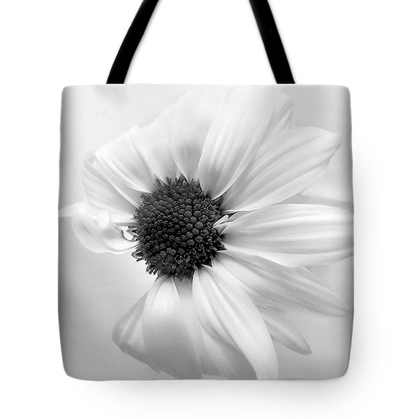 Portrait Of A Daisy Tote Bag by Louise Kumpf