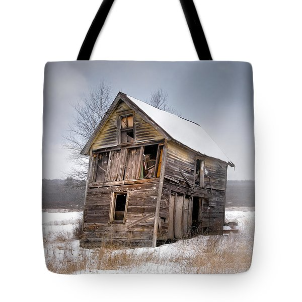 Portrait Of An Old Shack - Agriculural Buildings And Barns Tote Bag by Gary Heller