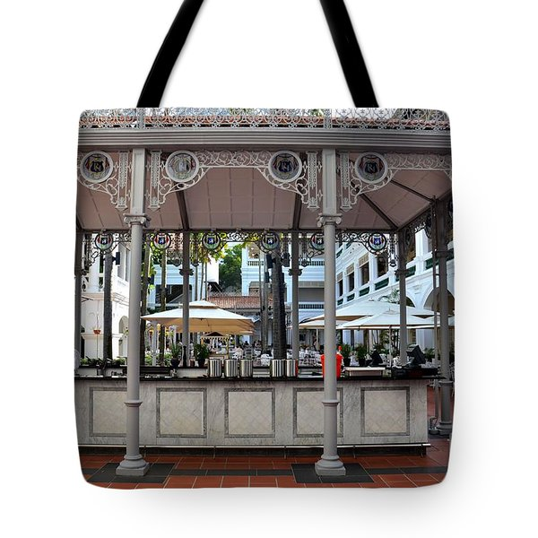 Raffles Hotel Courtyard Bar And Restaurant Singapore Tote Bag