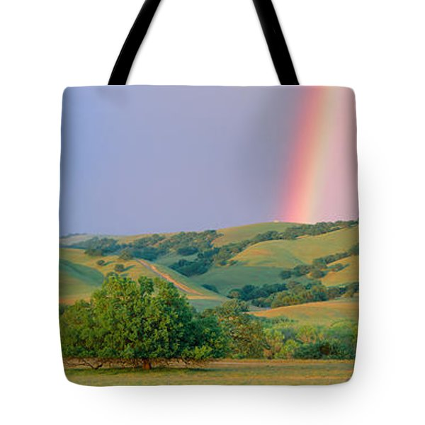 Rainbow And Rolling Hills In Central Tote Bag