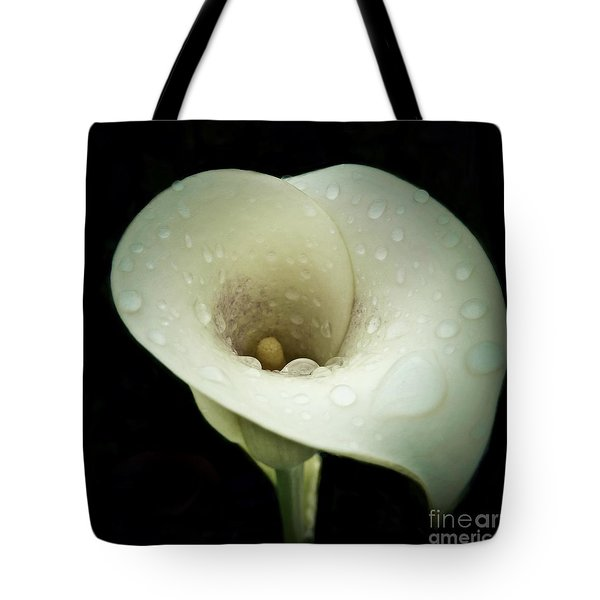 Raindrops On A Lily Tote Bag