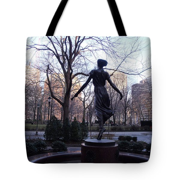 Rittenhouse Square At Dusk Tote Bag
