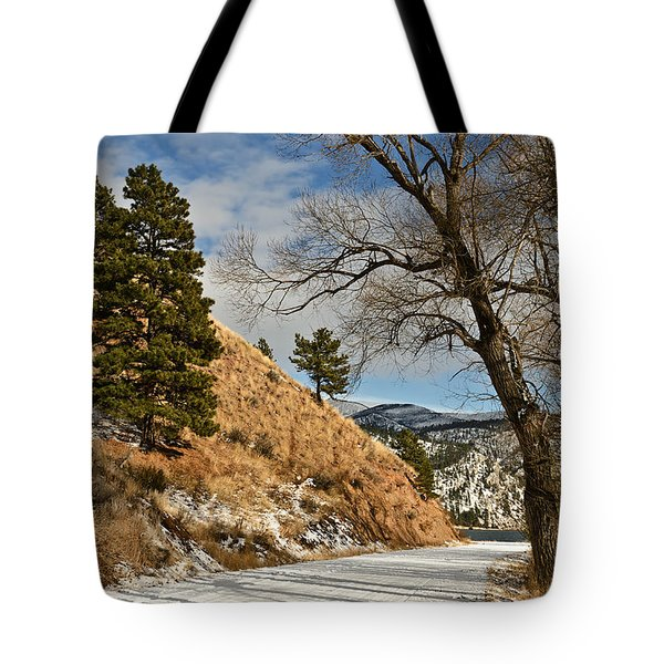 Tote Bag featuring the photograph Road To The Lake by Sue Smith