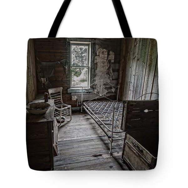 Room At The Wells Hotel - Montana Tote Bag by Daniel Hagerman