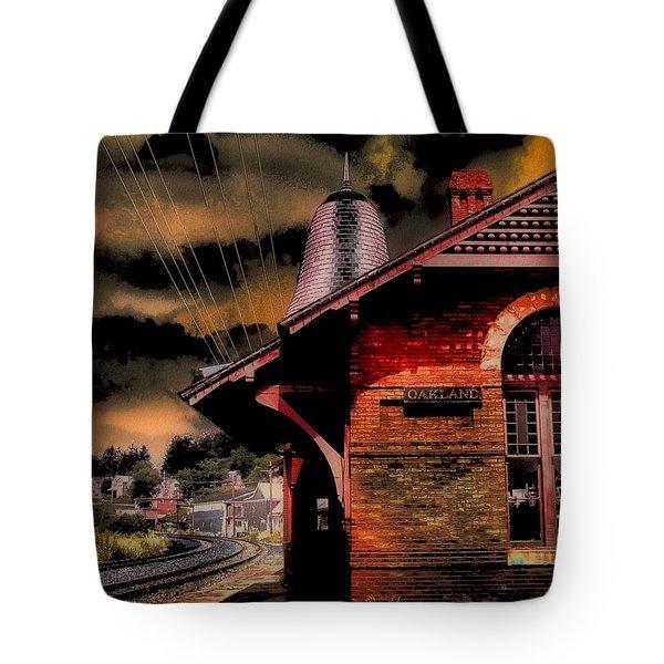 Tote Bag featuring the photograph Roun Da Bend by Robert McCubbin
