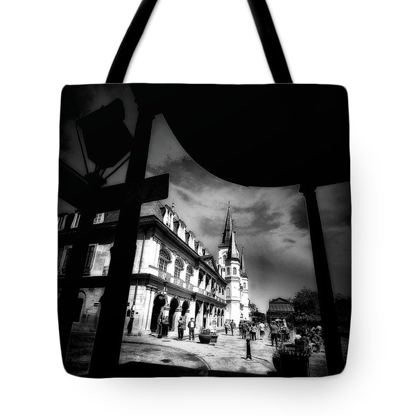 Round Corner Tote Bag