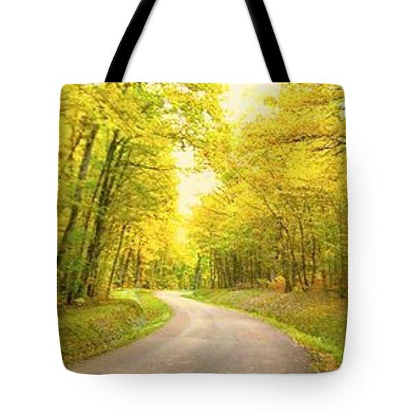 Route Dans La Foret Jaune Tote Bag