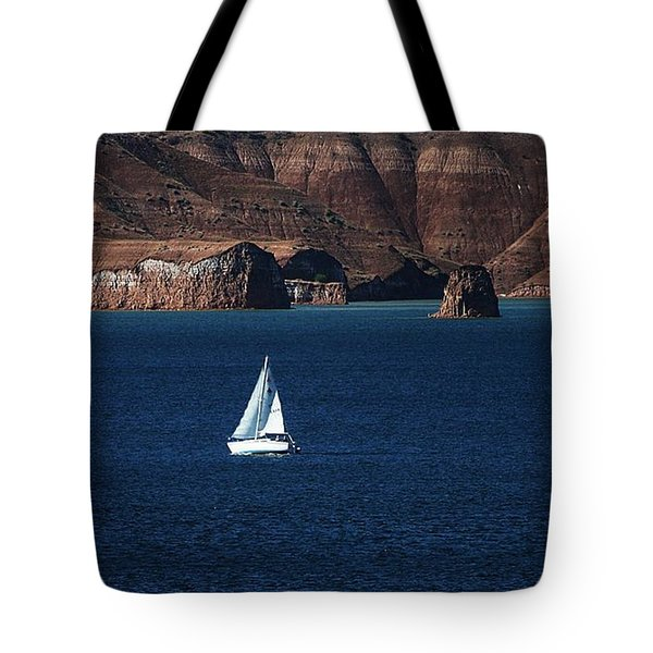 Tote Bag featuring the photograph Sailing At Roosevelt Lake On The Blue Water by Tom Janca