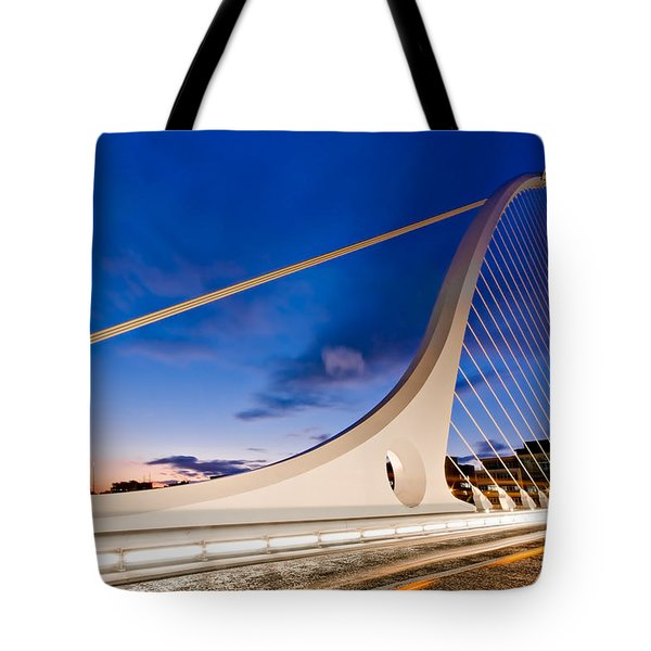 Samuel Beckett Bridge At Night / Dublin Tote Bag