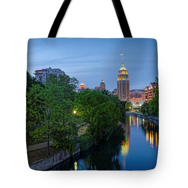 San Antonio Skyline Tower Life Building And Riverwalk From Cesar Chavez Boulevard - Texas Tote Bag