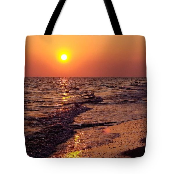 Tote Bag featuring the photograph Sanibel Sunset by D Hackett