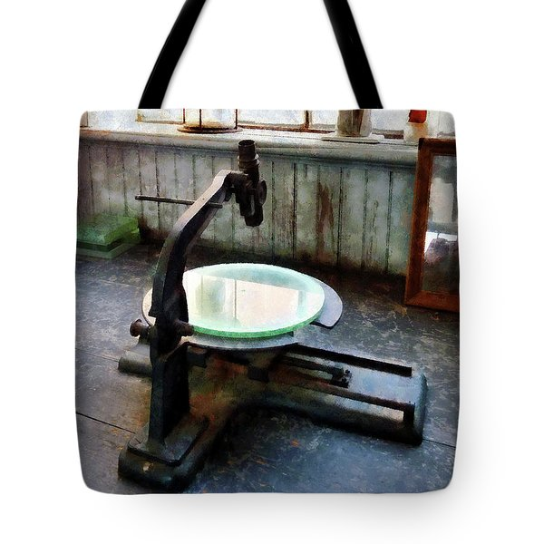 Scientist - Old-fashioned Microscope Tote Bag