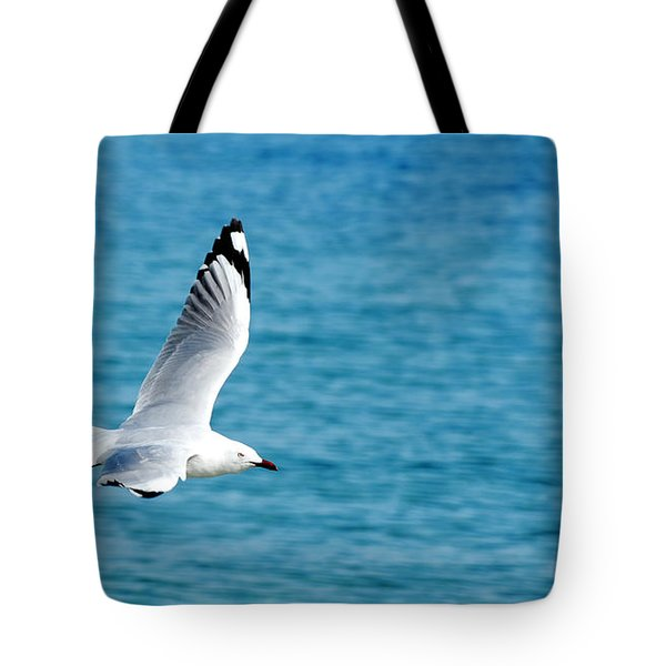 Tote Bag featuring the photograph Seagull by Yew Kwang