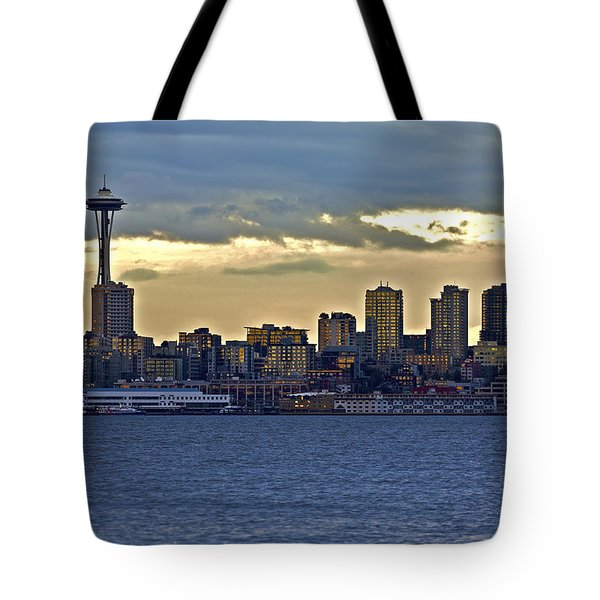 Seattle Skyline In Twilight Tote Bag
