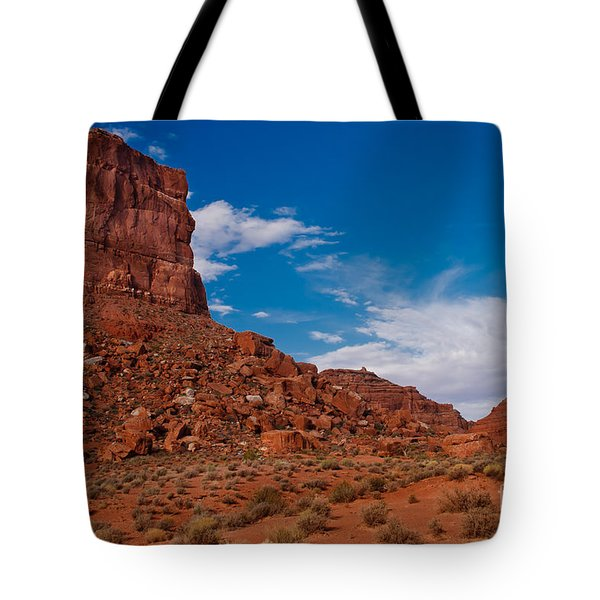 Setting Hen Butte Tote Bag by Robert Bales