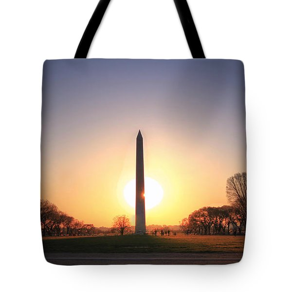 Setting Sun On Washington Monument Tote Bag