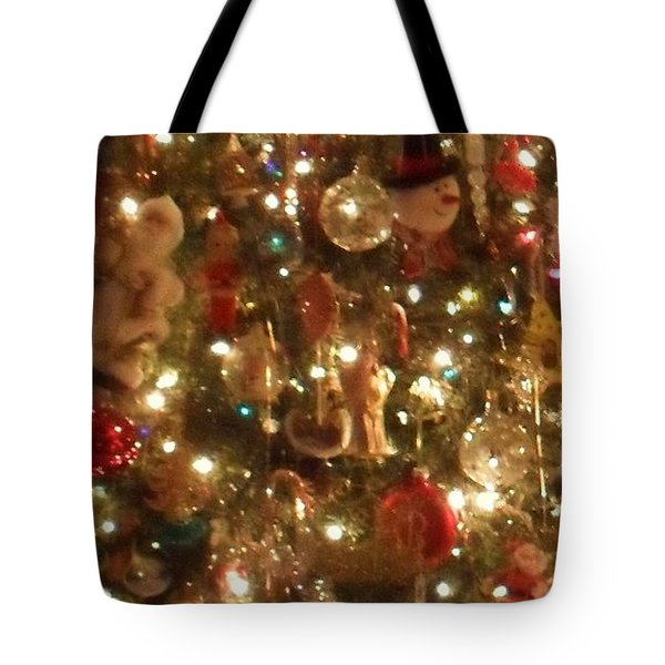 Tote Bag featuring the photograph Simply Santa by Laurie L