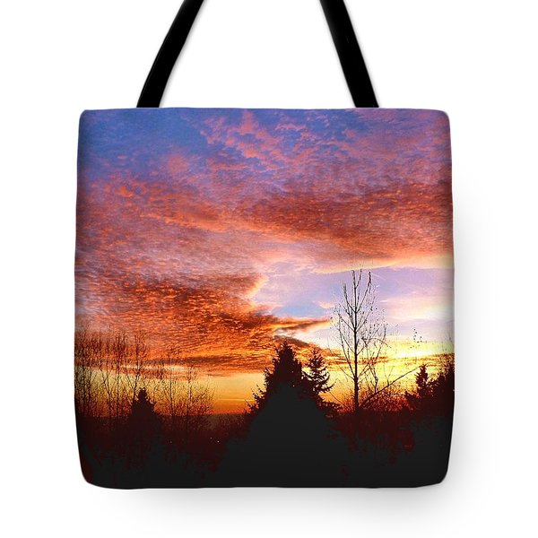 Tote Bag featuring the photograph Skies Ablaze by Sadie Reneau