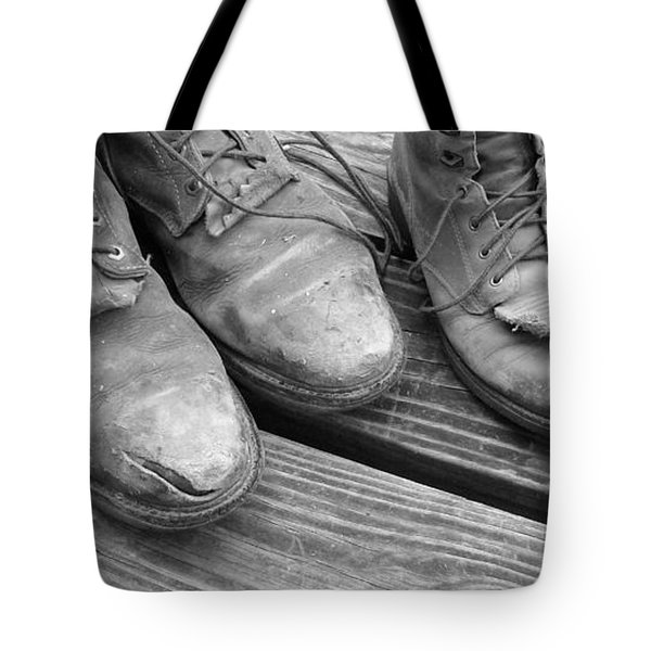 'sole' Mates Bw Tote Bag