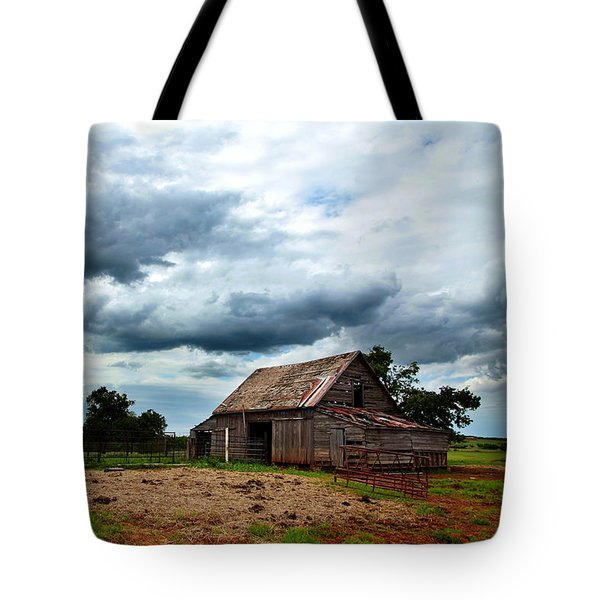 Storms Loom Over Barn On The Prairie Tote Bag