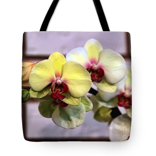 Stunner Tote Bag by Teresa Zieba