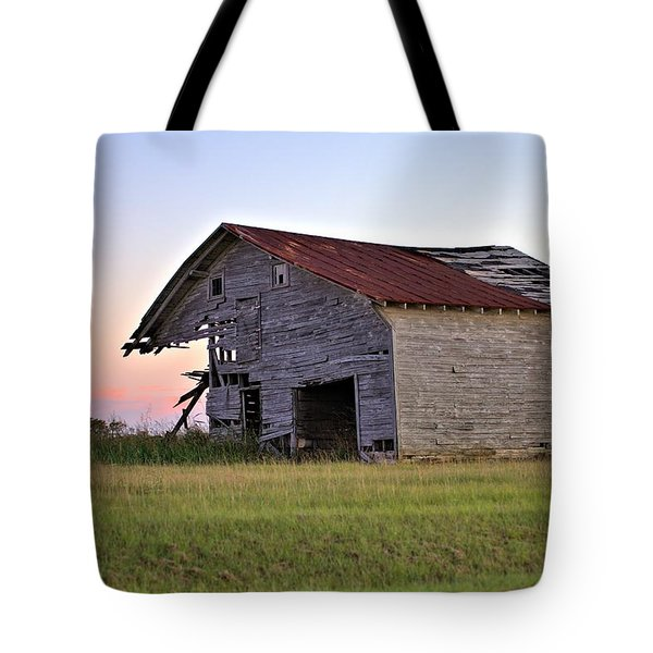 Sun Slowly Sets Tote Bag by Gordon Elwell