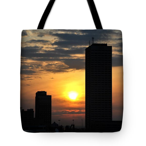 Sunrise Silhouette Buffalo Ny V2 Tote Bag