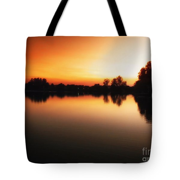 Sunset A Lake In Mansfield Il Tote Bag by Thomas Woolworth