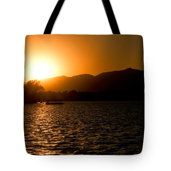 Tote Bag featuring the photograph Sunset At Kunming Lake by Yew Kwang
