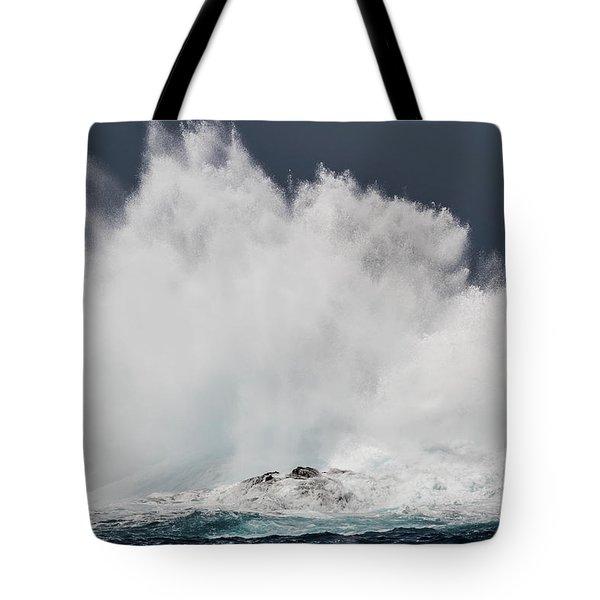 Swell Induced Wave Crashing On The Kona Tote Bag