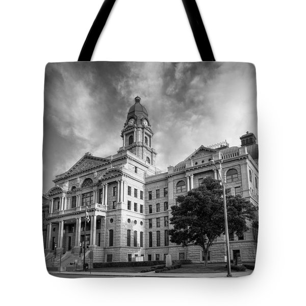 Tarrant County Courthouse Bw Tote Bag