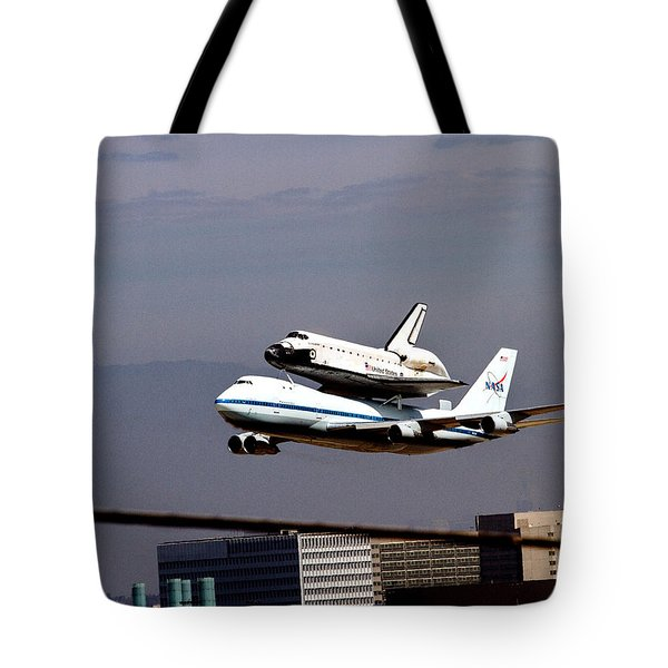 The Endeavor And Her 747 Final Landing At Lax Tote Bag