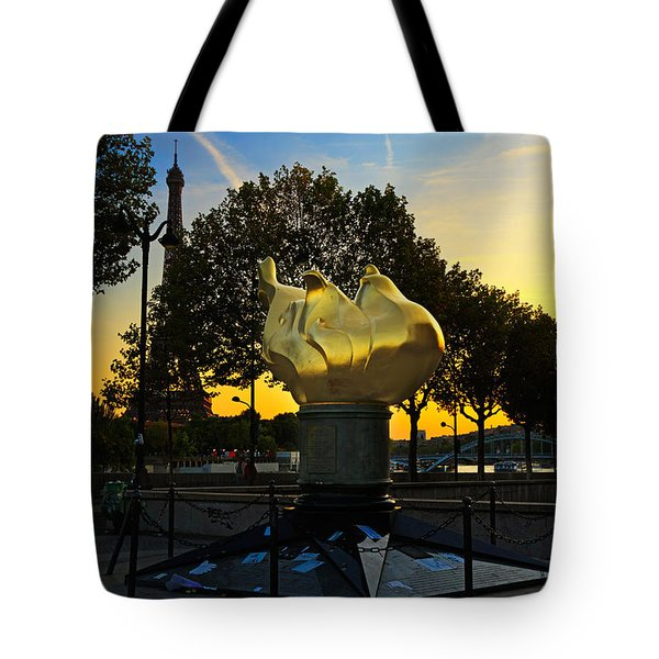 The Flame Of Liberty In Paris Tote Bag by Louise Heusinkveld