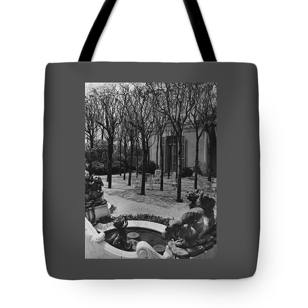 The Garden Of A Home In Meridian Hill Tote Bag