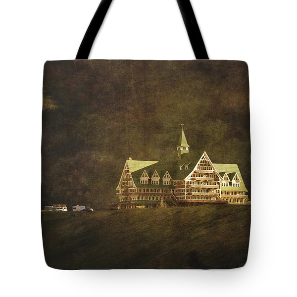 The Historic Prince Of Wales Hotel Tote Bag by Roberta Murray