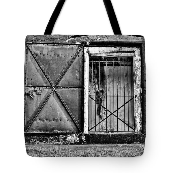 The Old Fort Gate-black And White Tote Bag