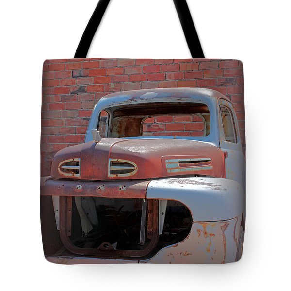 Tote Bag featuring the photograph The Pick Up by Lynn Sprowl