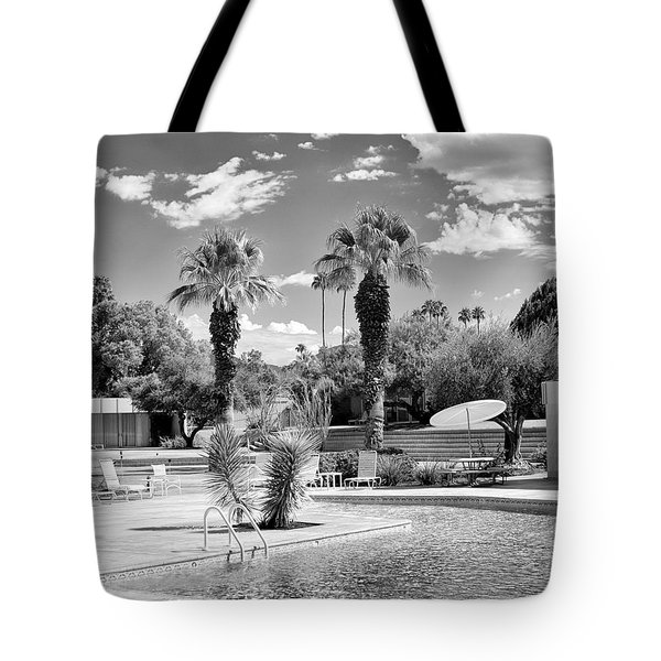 The Sandpiper Pool Bw Palm Desert Tote Bag by William Dey