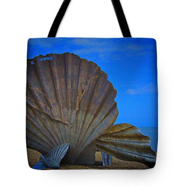 The Scallop Tote Bag