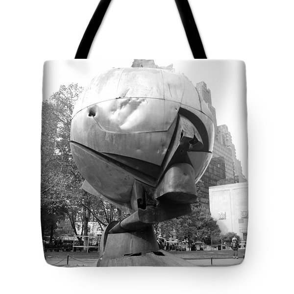 The  W T C Plaza Fountain In Black And White Tote Bag by Rob Hans