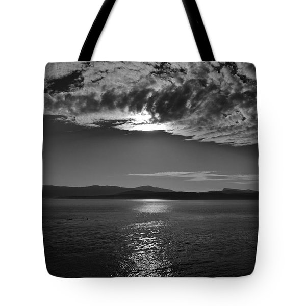 Thieves Bay View Tote Bag