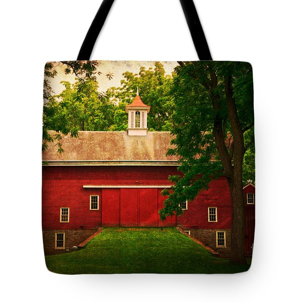 Tinicum Barn In Summer Tote Bag