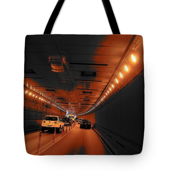 To Queens Tote Bag by John Schneider