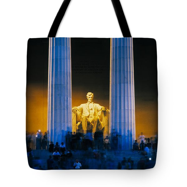 Tourists At Lincoln Memorial Tote Bag