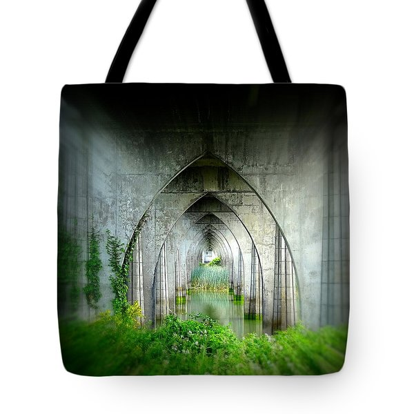 Tunnel Effect Tote Bag