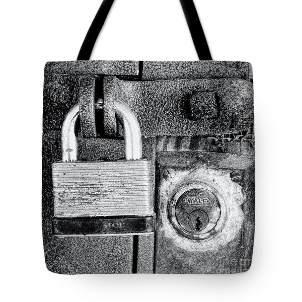 Two Rusty Old Locks - Bw Tote Bag