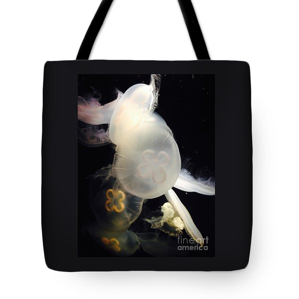 Umbrella Jellyfish 1 Shot At Long Beach California Aquarium By Richard W Linford Tote Bag
