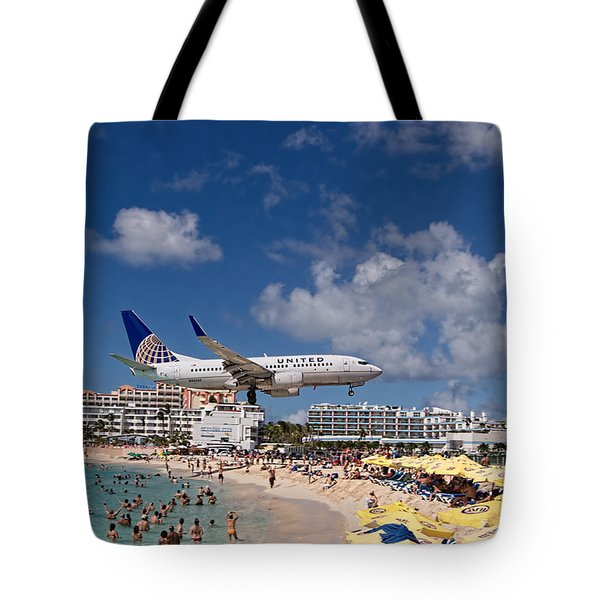 United Low Approach St Maarten Tote Bag